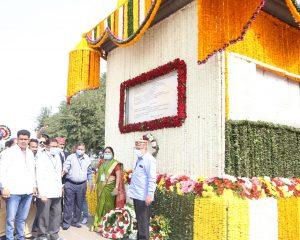 1 Jan. 2021 : Bhima-Koregaon के विजय स्तम्भ को अभिवादन करने पहुंचे मा. वामन मेश्राम.